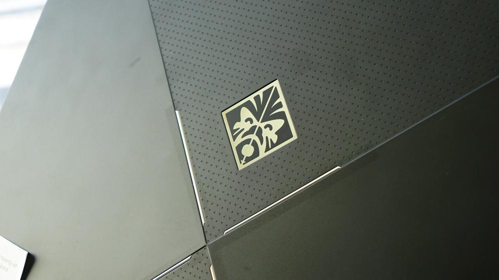 OMEN Xの背面ロゴ